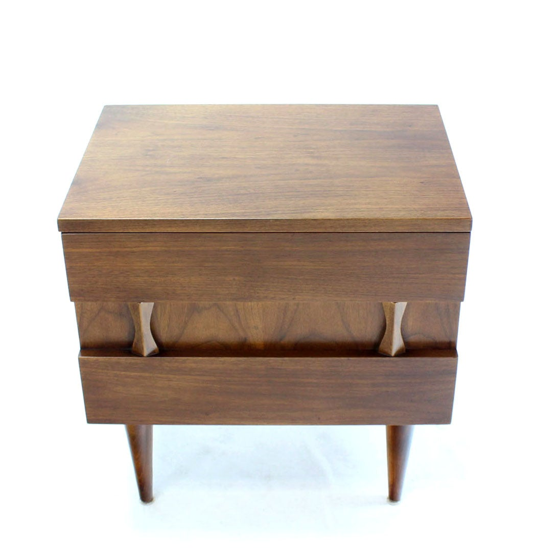 Danish Mid-Century Modern Walnut End Table or Night Stand In Excellent Condition For Sale In Rockaway, NJ