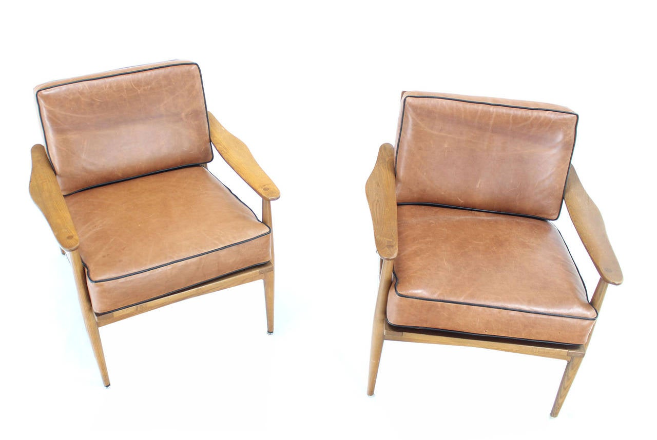 Pair of danish mid century modern leather upholstery for Contemporary leather lounge chairs
