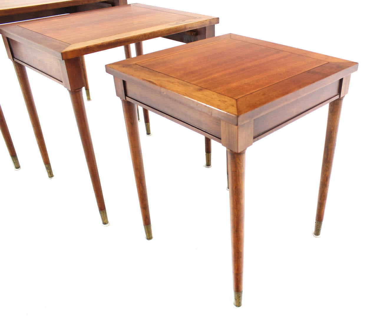 Set of Three Mid-Century Modern Walnut Nesting Tables In Excellent Condition For Sale In Elmwood Park, NJ