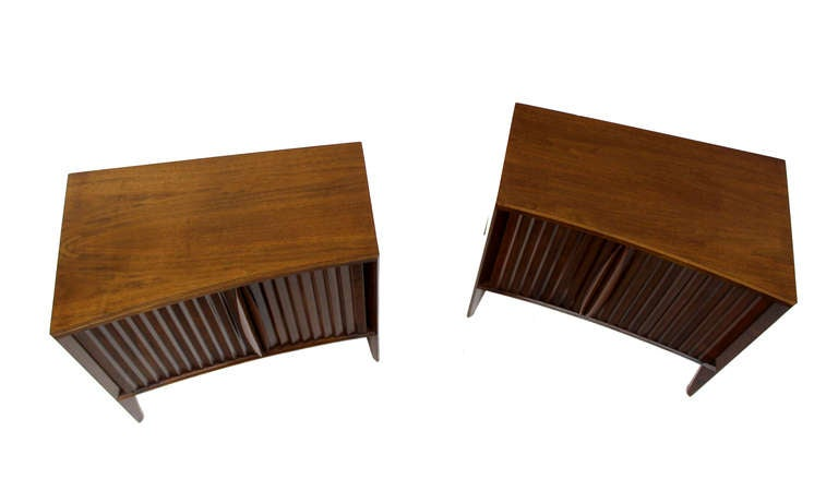 Swedish Pair of Mid-Century Modern Night Stands or End Tables by Edmond Spence For Sale