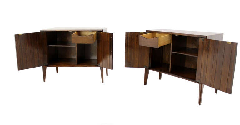 Pair of Mid-Century Modern Night Stands or End Tables by Edmond Spence For Sale 2