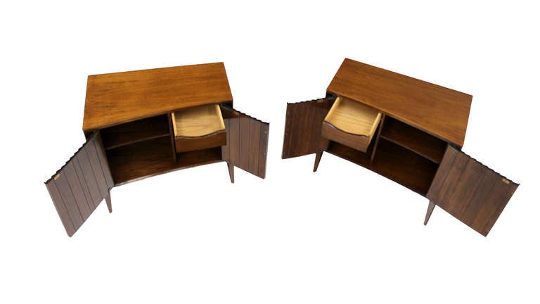 Mid-20th Century Pair of Mid-Century Modern Night Stands or End Tables by Edmond Spence For Sale