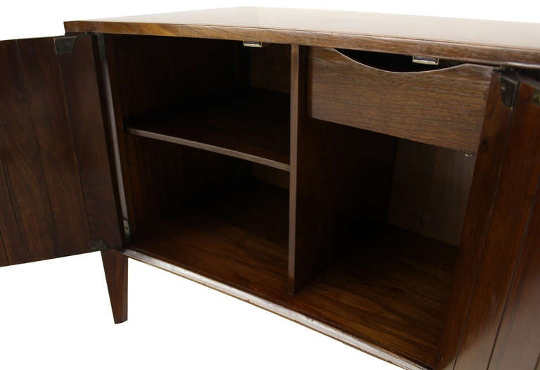 Walnut Pair of Mid-Century Modern Night Stands or End Tables by Edmond Spence For Sale