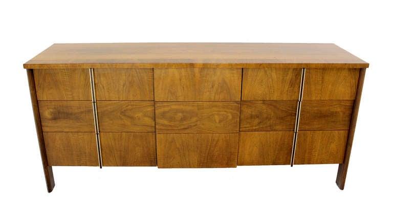Mid-Century Modern Burl Walnut John Widdicomb Dresser or Credenza In Excellent Condition For Sale In Rockaway, NJ