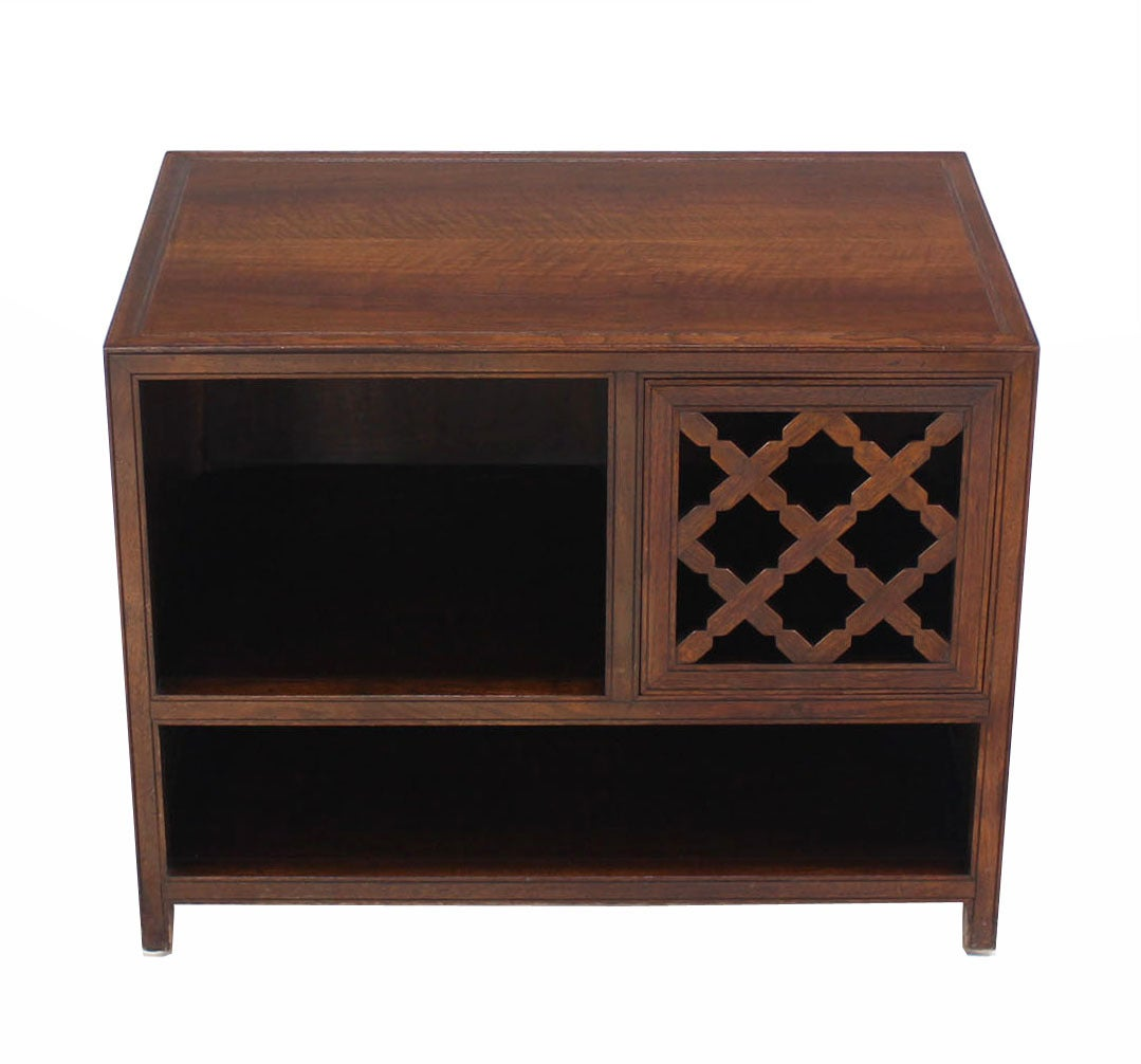 Mid-Century Modern Baker Walnut End Table Stand Accent Side Table. For Sale