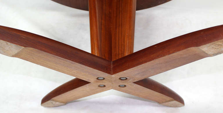 Danish Mid Century Modern Round Dining Table with Extendable Folding Leaf In Excellent Condition In Blairstown, NJ