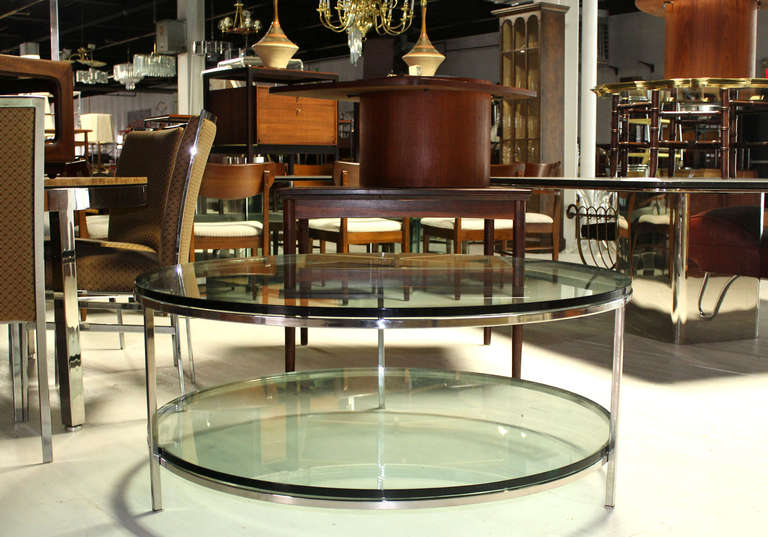 Large two tier glass top chrome base coffee or center for Cuir center table basse