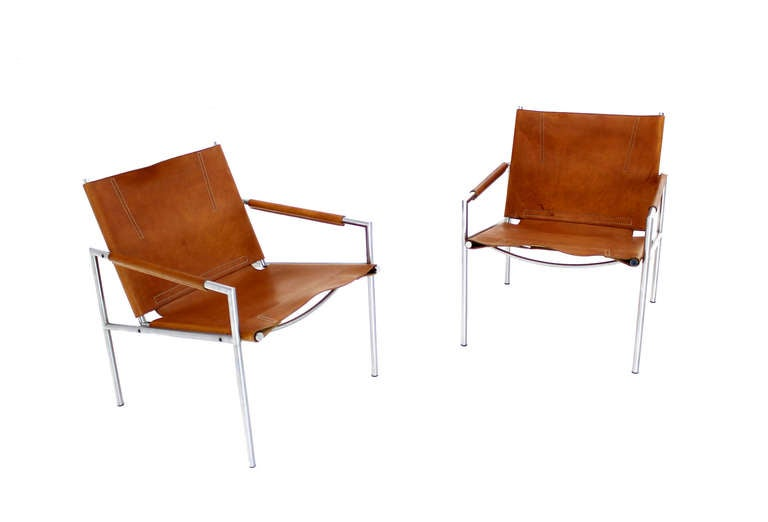 Pair of Mid Century Modern Leather Lounge Chairs at 1stdibs