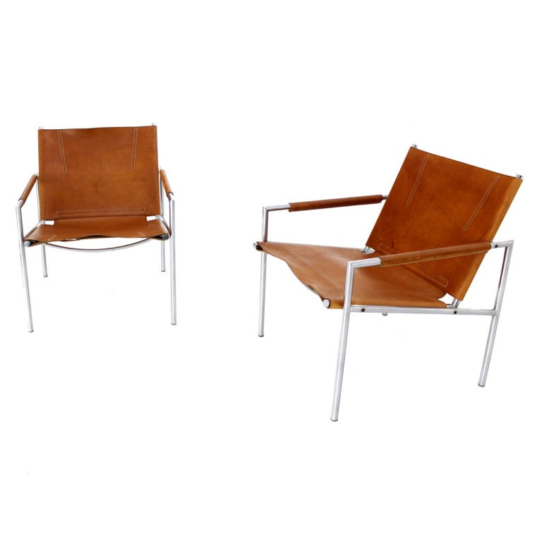 Pair of mid century modern leather lounge chairs at 1stdibs for Mid century modern leather chairs