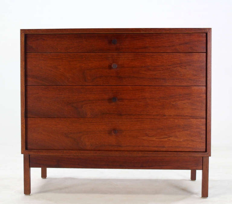 Mid Century Modern Walnut Four Drawer Bachelor Dresser In Excellent Condition For Sale In Blairstown, NJ