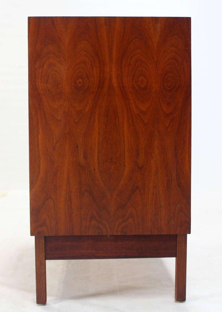 Mid Century Modern Walnut Four Drawer Bachelor Dresser For Sale 1