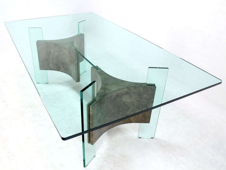 Charmant American Mid Century Modern Glass Top And Base Dining Or Conference Table  For Sale