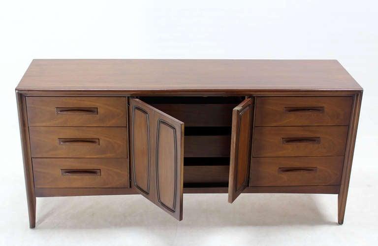 Mid-Century Modern Long Walnut Credenza Dresser For Sale 4