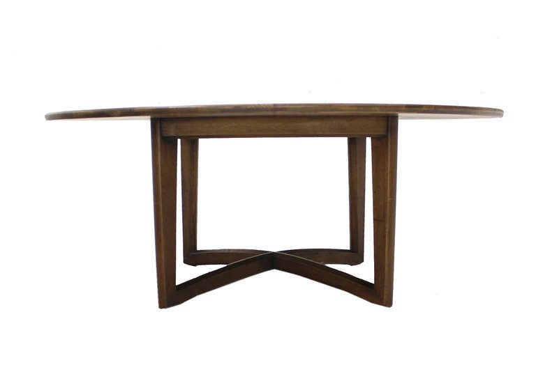 Walnut coffee display center round table by henredon for - Archives departementales 33 tables decennales ...