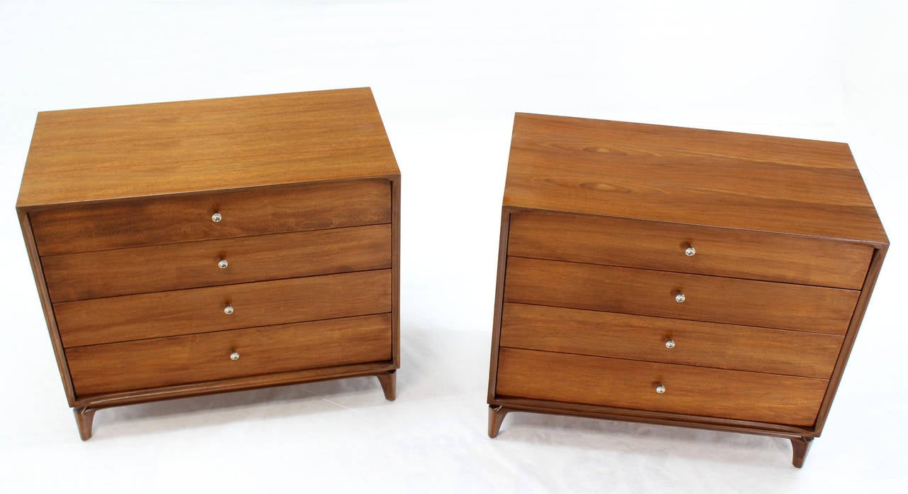 American Pair of Mid-Century Modern Walnut 4 Drawer Bachelor Chests or Dressers For Sale