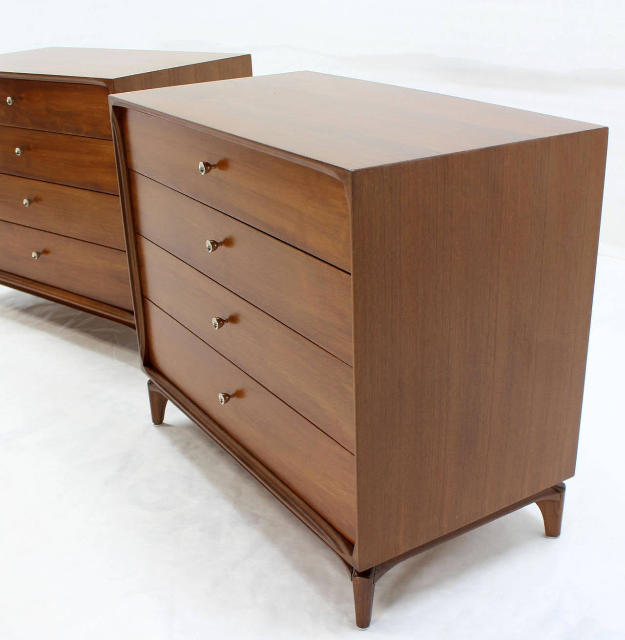 Pair of Mid-Century Modern Walnut 4 Drawer Bachelor Chests or Dressers For Sale 1
