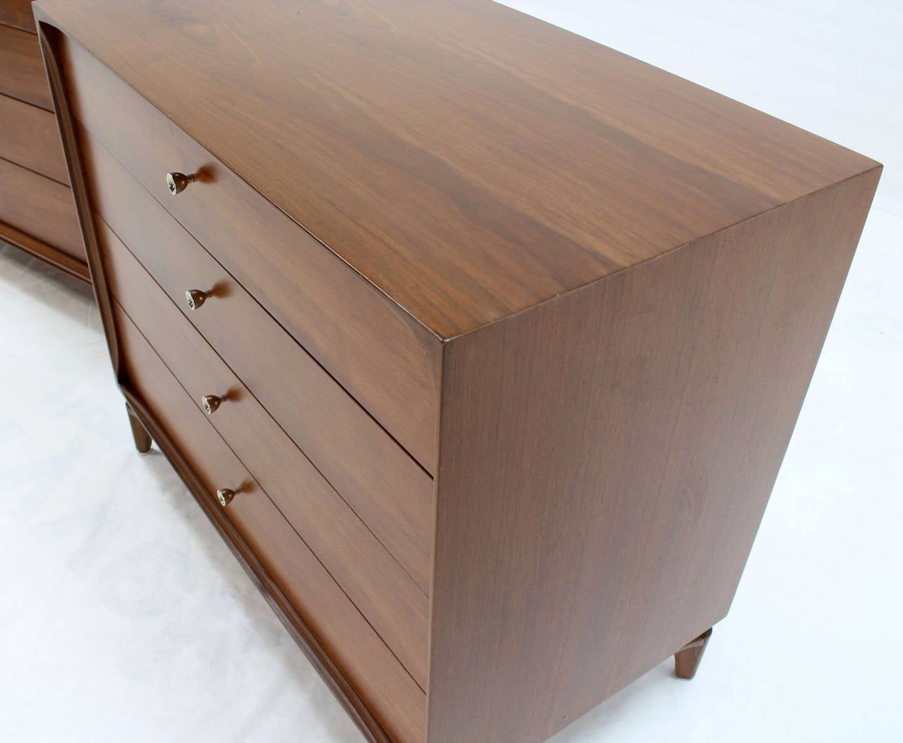 Pair of Mid-Century Modern Walnut 4 Drawer Bachelor Chests or Dressers For Sale 2