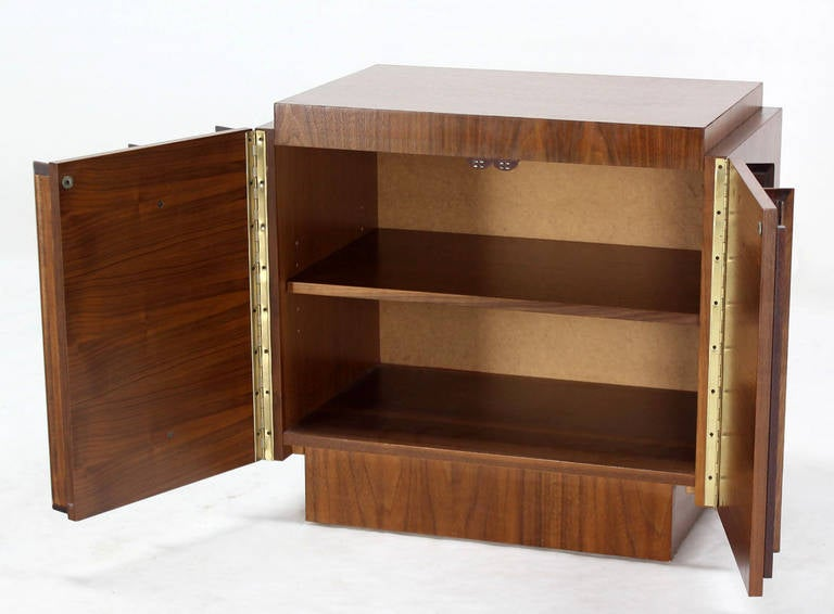 Mid-Century Modern Oiled Walnut Night Stand or End Table For Sale 1