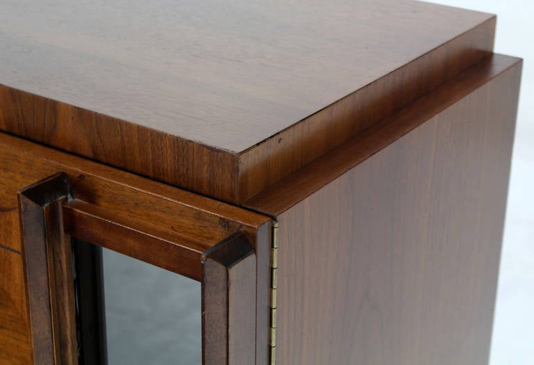 Mid-Century Modern Oiled Walnut Night Stand or End Table In Excellent Condition For Sale In Rockaway, NJ