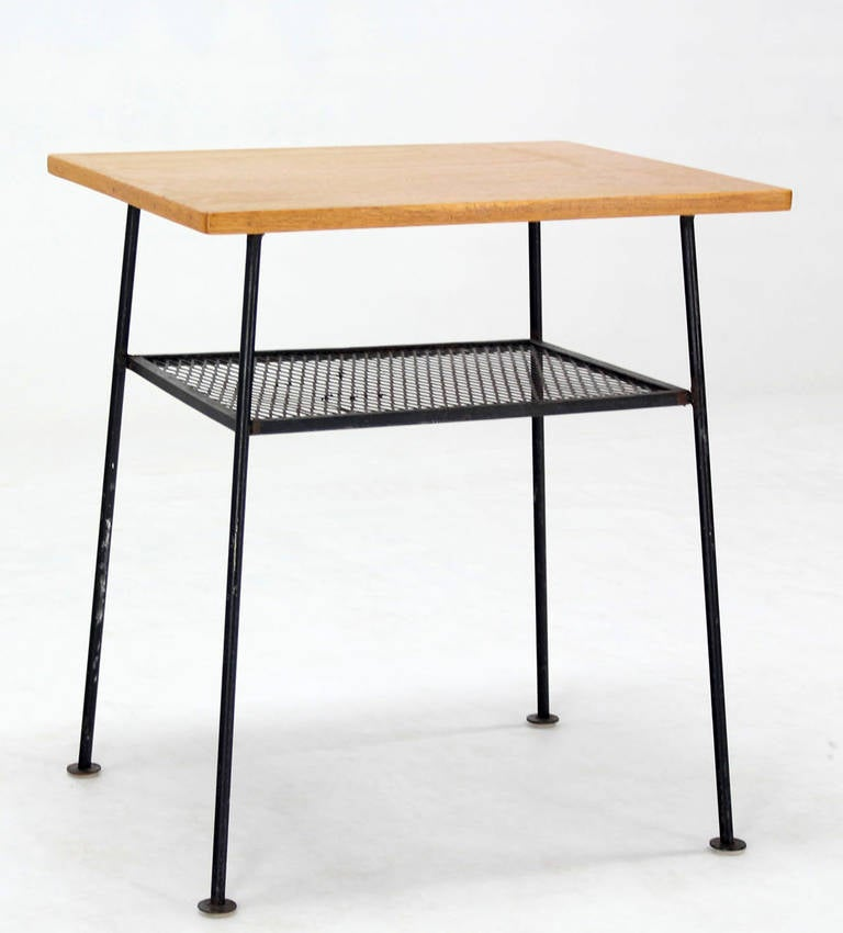 Mid-Century Modern Side or End Table For Sale at 1stdibs