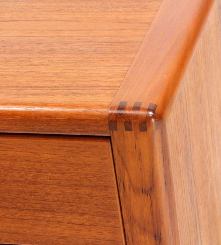 Very nice teak wood grain Danish modern dresser.