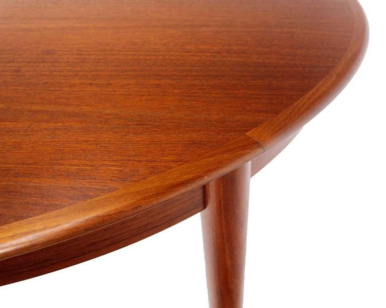 Danish Mid Century Modern Round Teak Dining Table With Three Leaves In  Excellent Condition For