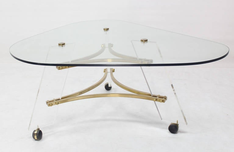 Midcentury Modern Kidney Shape Brass and Lucite Base Coffee Table For Sale 1