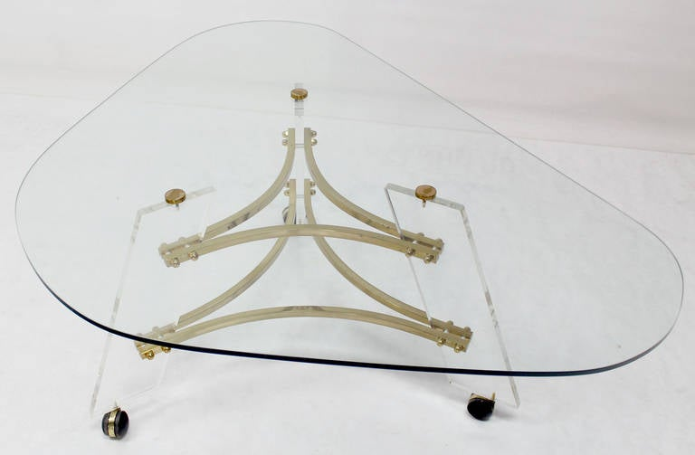 Midcentury Modern Kidney Shape Brass and Lucite Base Coffee Table For Sale 3