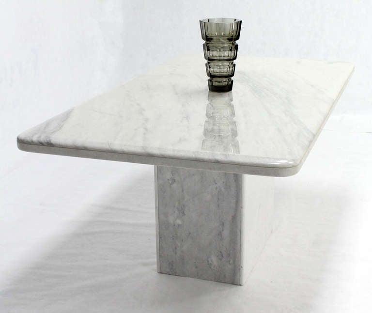 Mid-Century Modern Marble-Top Pedestal Dining Table For Sale 2