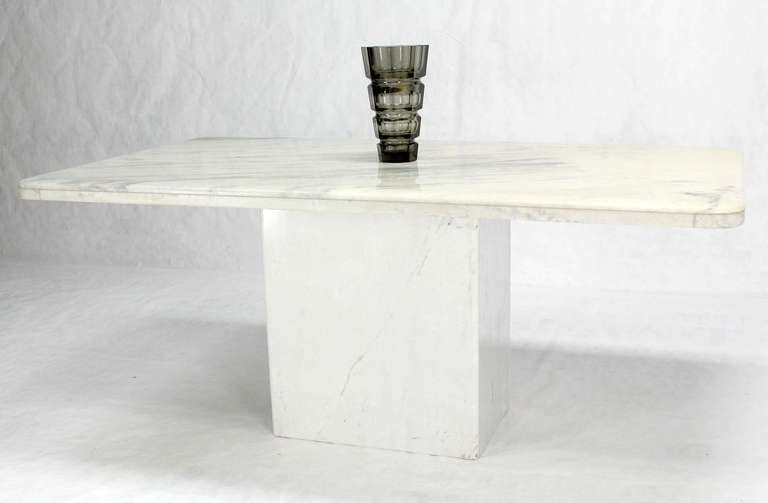 Mid Century modern decor marble top and pedestal.