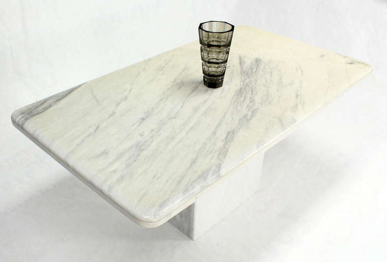 Mid-Century Modern Marble-Top Pedestal Dining Table In Excellent Condition For Sale In Rockaway, NJ