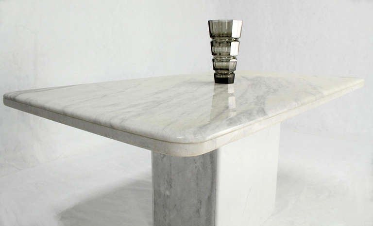 Mid-Century Modern Marble-Top Pedestal Dining Table For Sale 1