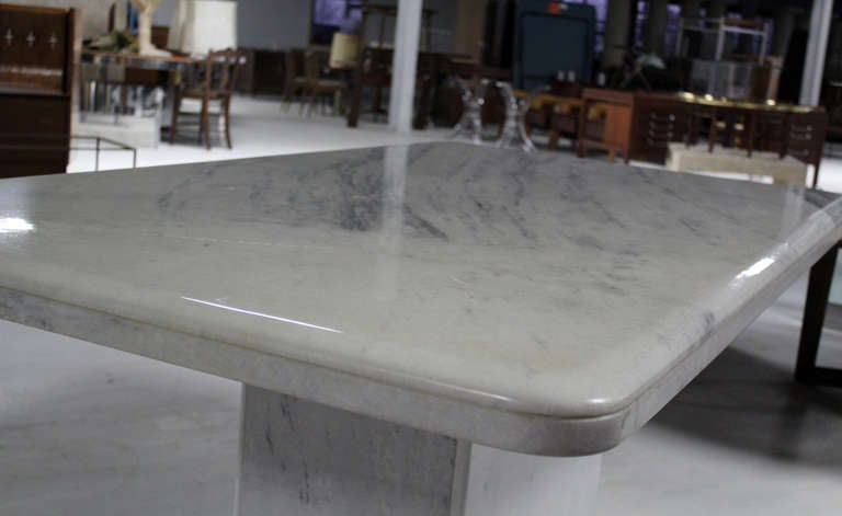 Mid-Century Modern Marble-Top Pedestal Dining Table For Sale 4