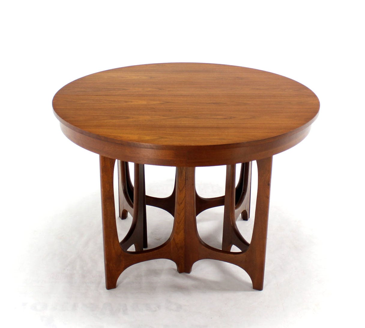 mid century modern walnut round dining table at 1stdibs. Black Bedroom Furniture Sets. Home Design Ideas