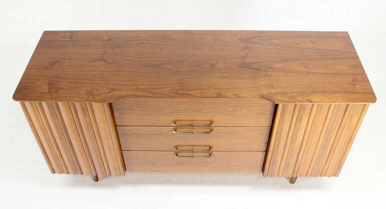 Mid Century Danish Modern Long Walnut Dresser In Excellent Condition For Sale In Rockaway, NJ