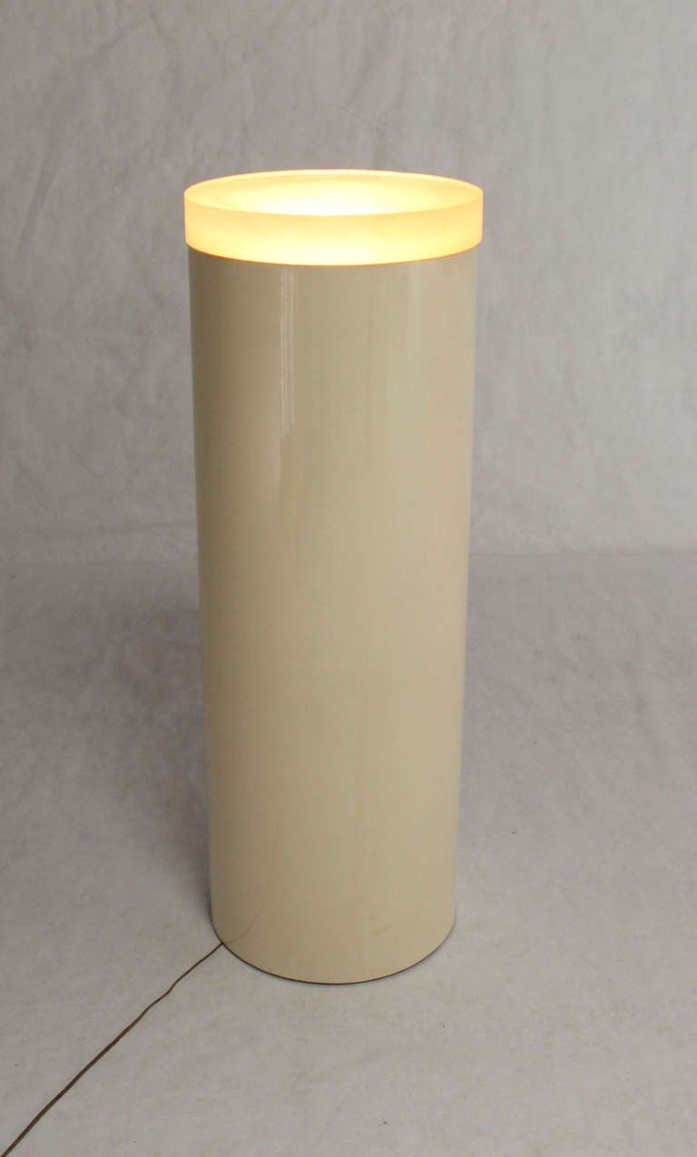 Light Up Cylinder Pedestal In Fiberglass With Thick Lucite