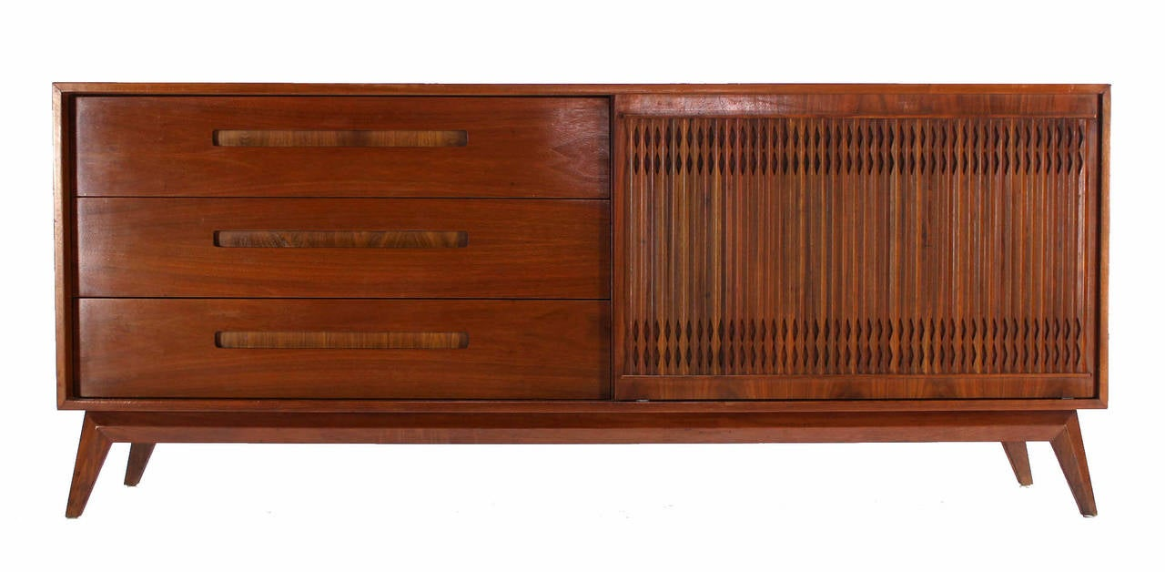 Danish Mid Century Modern Walnut Long Credenza Dresser with Sliding Door In Excellent Condition For Sale In Rockaway, NJ