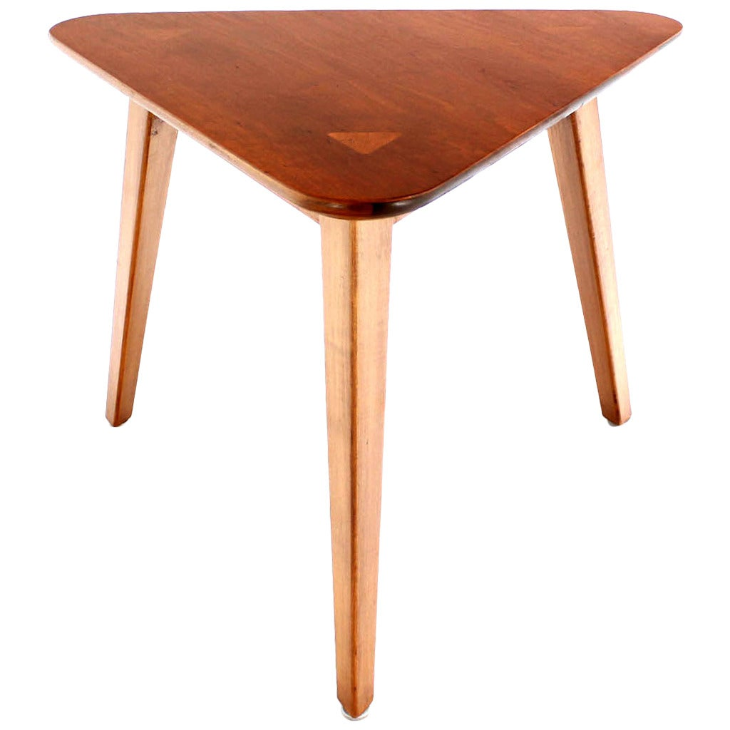 Mid century scandinavian modern three leg end or side Modern side table
