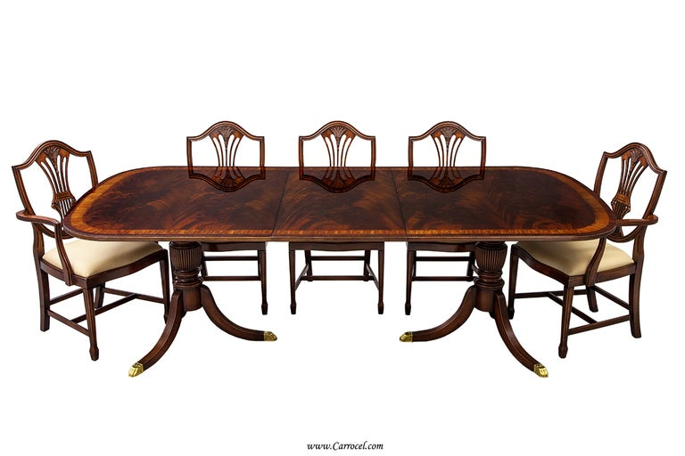 Flamed mahogany duncan phyfe style high gloss dining table for Duncan 5 dining room table