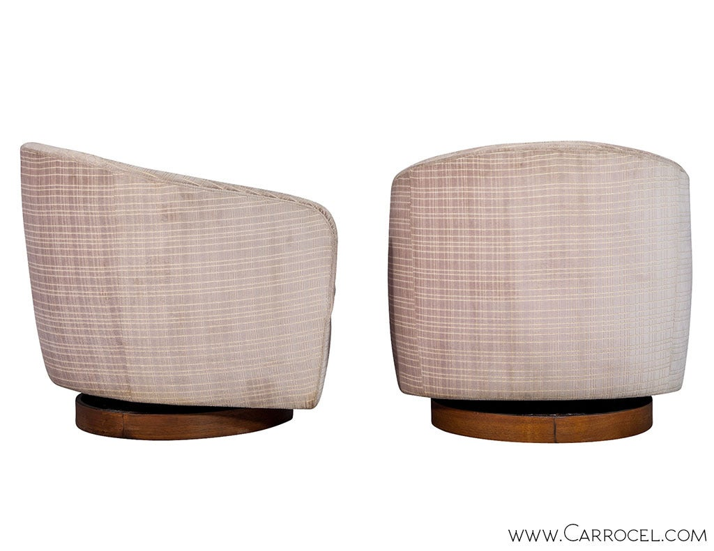 Mid-Century Modern Pair of Original Milo Baughman Swivel  Barrel  Chairs For Sale