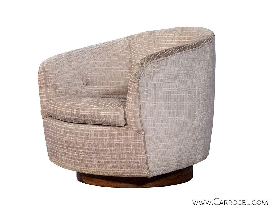 American Pair of Original Milo Baughman Swivel  Barrel  Chairs For Sale
