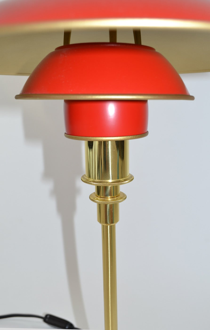 Henningsen PH 3/2 Table or Desk Lamp In Excellent Condition In Ft Lauderdale, FL