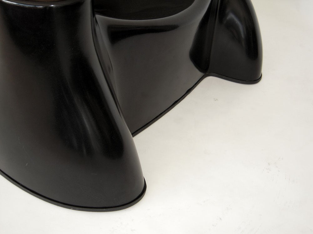 """Black Fiberglass """"Castle"""" Chair by Wendell Castle In Good Condition For Sale In Ft Lauderdale, FL"""