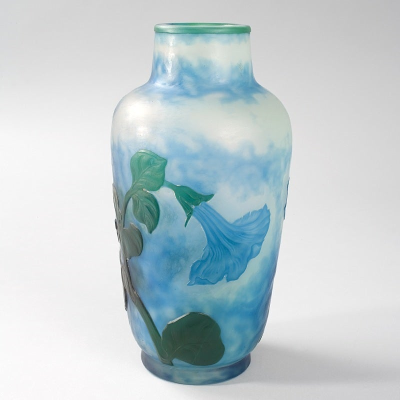 Daum Nancy French Art Nouveau Cameo Glass Vase In Excellent Condition For Sale In New York, NY