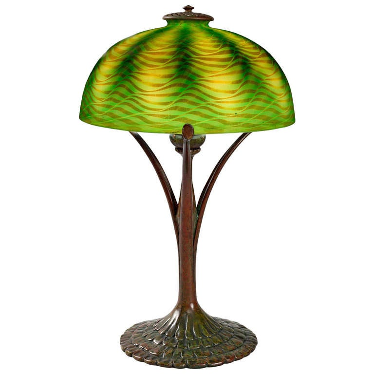 Tiffany Studios New York patinated Bronze and Favrile Glass Table Lamp For Sale