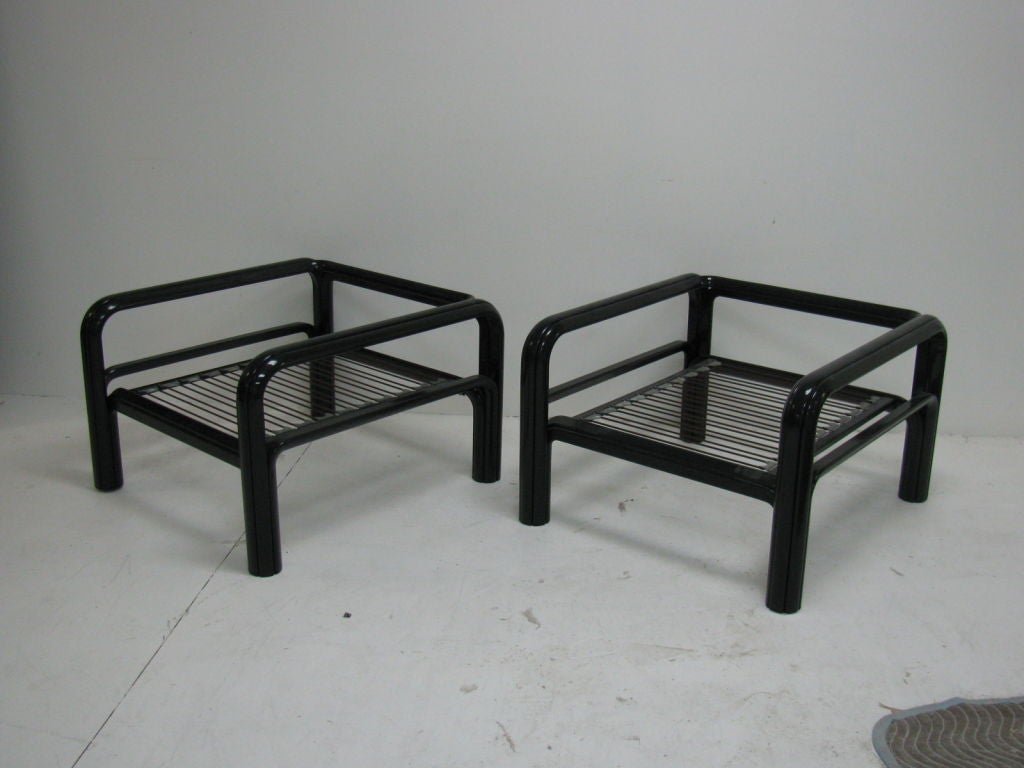 Great pair of Mid-Century Modern indoor or outdoor armchairs with simple and clean lines.