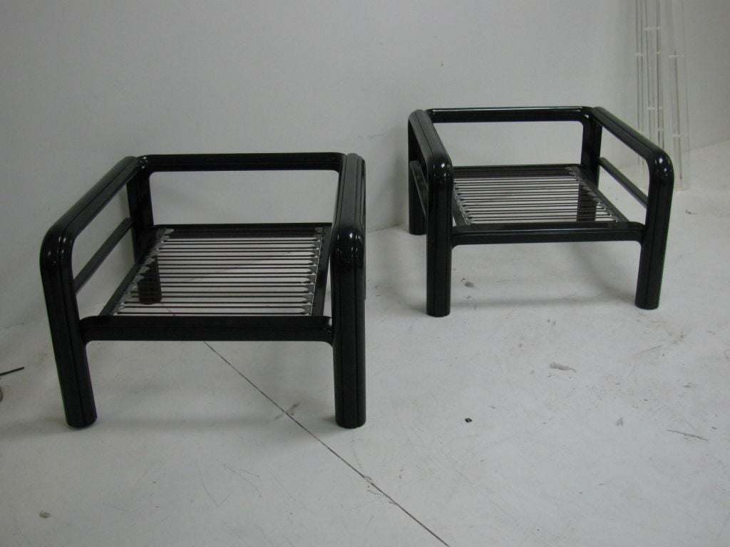 20th Century Pair of Mid-Century Modern Low Symmetrical Knoll Armchairs For Sale
