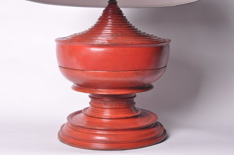 Red Urn Lamps In Excellent Condition For Sale In Chicago, IL