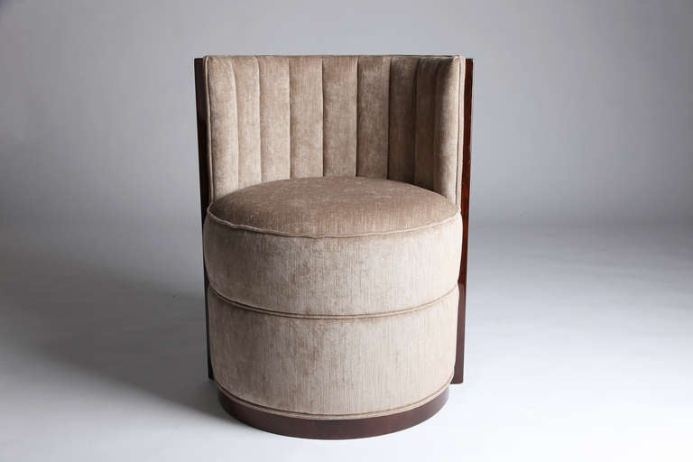 Round Barrel Chairs At 1stdibs