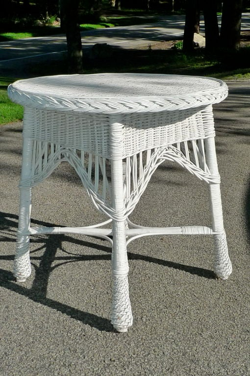 20th Century Antique Wicker Round Table For Sale